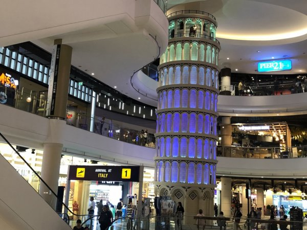 ターミナル21パタヤ_ピザの斜塔
