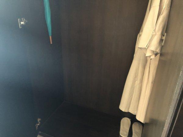 バンコクのホテル 安くて綺麗、日本語OKのジャスミンリゾートホテル_客室_ワードローブ