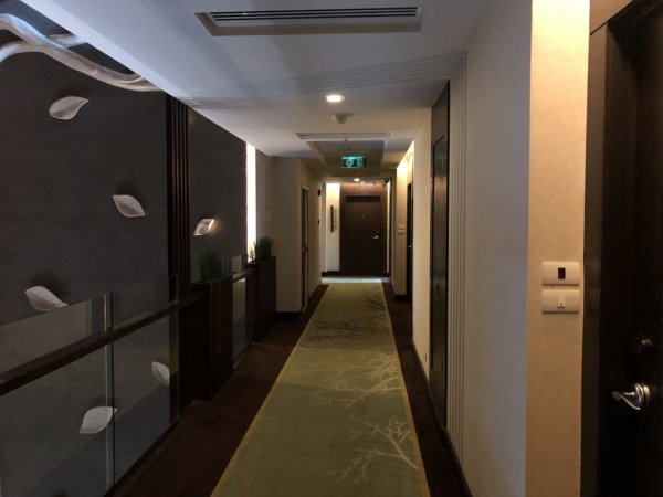 バンコクのホテル 安くて綺麗、日本語OKのジャスミンリゾートホテル_客室フロア廊下
