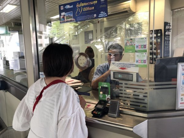 2019.02.10バンコク50's夫婦たび_バンコクBTS駅員さん