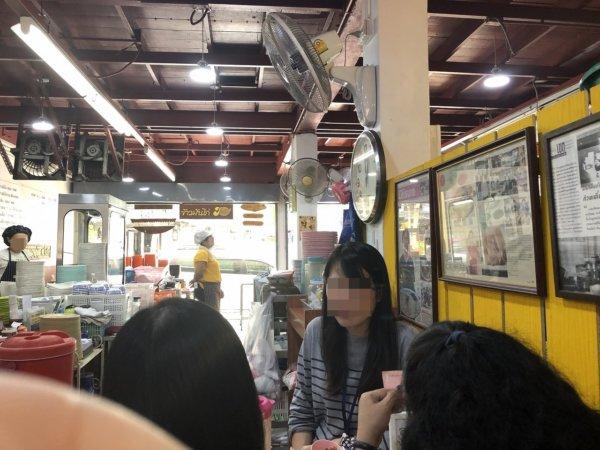 バンコクBTSサパーンクワーイ駅チカのカオマンガイ有名店_シールアンポーチャナー_店内の様子2