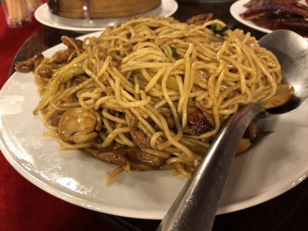 バンコクで贅沢な北京ダックをお安く味わえるグレートシャンハイ大上海飯店_イザ実食!_ダック肉焼きそば