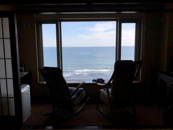 海の別邸ふる川の過ごし方②_客室「オーシャンフロント和室8畳」_窓から見える風景1