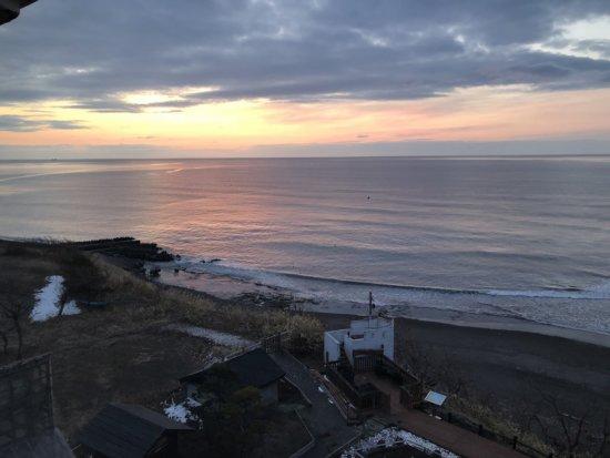 海の別邸ふる川_日の出間近のお部屋からの海景色1