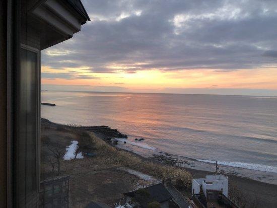 海の別邸ふる川_日の出間近のお部屋からの海景色2