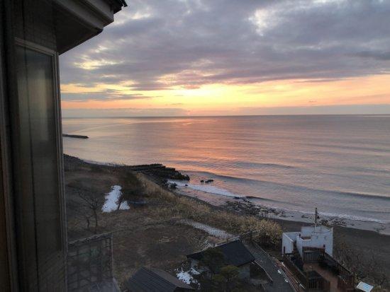 海の別邸ふる川_日の出間近のお部屋からの海景色3