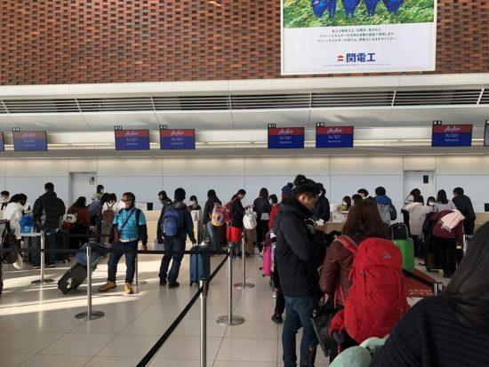 新千歳空港エア・アジア搭乗手続き窓口混雑状況