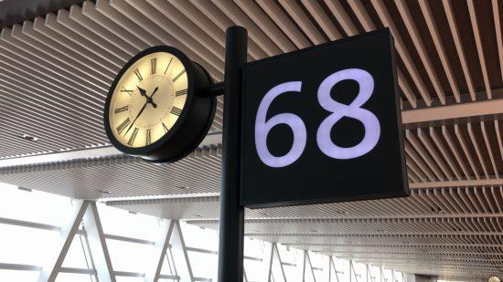 新千歳空港搭乗口68番ロビーサイン