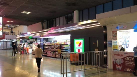 タイ・ドンムアン空港到着ロビーのセブン-イレブン発見