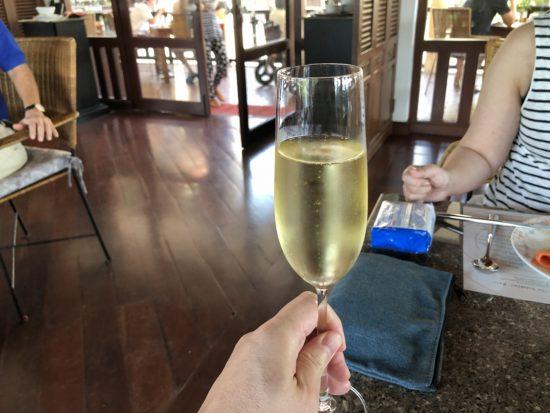 デュシタニホアヒン_レストラン_ベンジャロン_朝食メニュー_スパークリングワインで乾杯